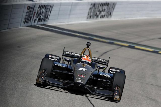 Hinchcliffe wins in bizarre Iowa finish