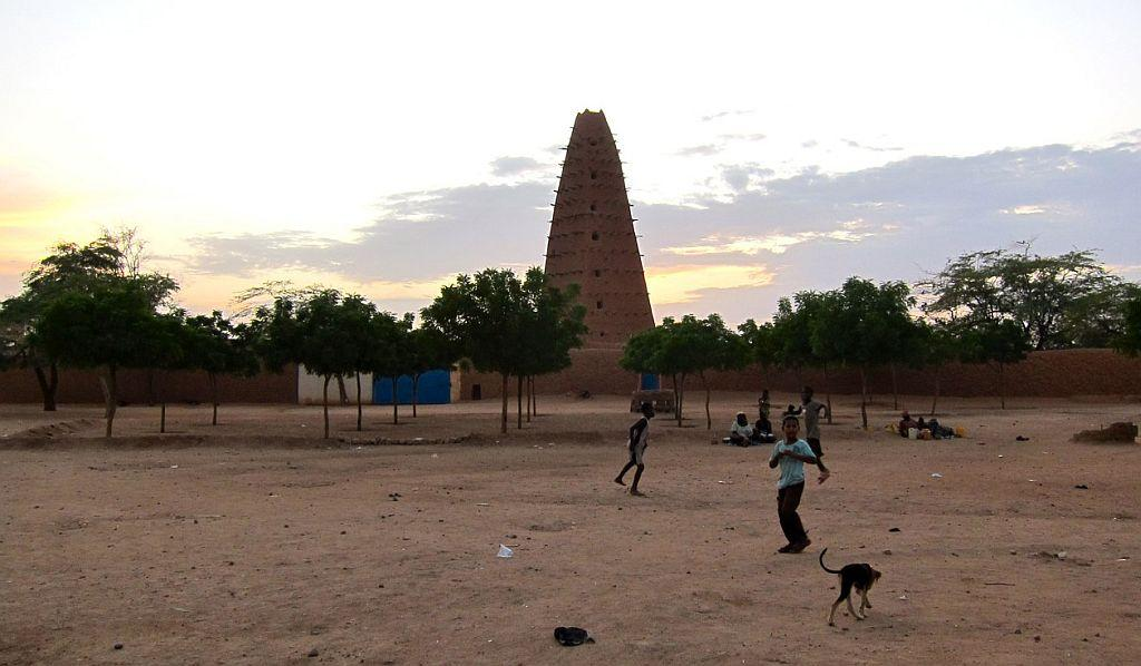 <p>NIGER: A traditional mud-built mosque is seen in the desert town of Agadez, Niger.</p>