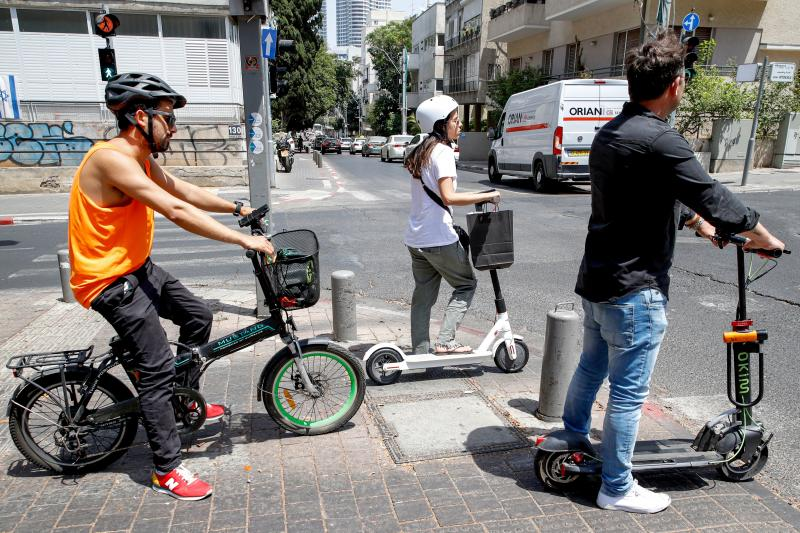 ISRAEL-TRANSPORT-SOCIAL-TECHNOLOGY
