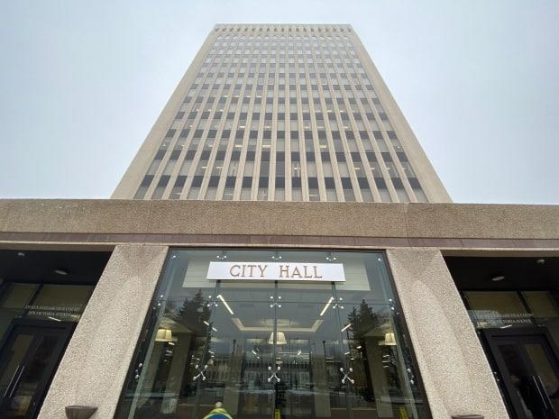 Regina city hall may soon be planning multi-year budgets.  (Kirk Fraser/CBC - image credit)