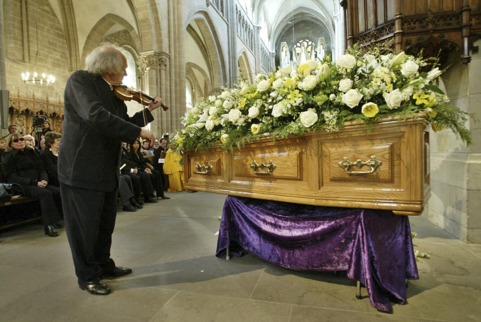 FILE - April 3 2004, file, Israeli violinist Ivry Gitlis, ambassador to the UNESCO, plays in front of the coffin of late actor and writer Sir Peter Ustinov during the funeral service at St Pierre's Cathedral in Geneva, Switzerland. Sir Peter died on Sunday aged 82. Ivry Gitlis, an acclaimed violinist who played with famed conductors, rock stars and jazz bands around the world and worked to make classical music accessible to the masses, has died in Paris at 98. (AP Photo/Anja Niedringhaus, File)