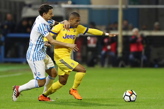 Spal's Felipe Dal Bello, left, and Juventus' Douglas Costa fight for the ball during a Serie A soccer match between Spal and Juventus, at the Paolo Mazza Stadium in Ferrara, northern Italy, Saturday, March 17, 2018. (Elisabetta Baracchi/ANSA via AP)