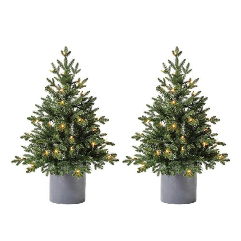 "<p><strong>Home Accents Holiday</strong></p><p>homedepot.com</p><p><strong>$89.98</strong></p><p><a href=""https://go.redirectingat.com?id=74968X1596630&url=https%3A%2F%2Fwww.homedepot.com%2Fp%2FHome-Accents-Holiday-3-ft-LED-Pre-Lit-Potted-Artificial-Christmas-Tree-with-35-Warm-White-Lights-2-Pack-TV30P3E92L00%2F312835510&sref=https%3A%2F%2Fwww.elledecor.com%2Fdesign-decorate%2Ftrends%2Fg2835%2Foutdoor-christmas-decorations%2F"" rel=""nofollow noopener"" target=""_blank"" data-ylk=""slk:Shop Now"" class=""link rapid-noclick-resp"">Shop Now</a></p><p>Set these up outside in your choice of planters–matching or not–for an automatic and simple Christmas upgrade to your stoop or porch steps. </p>"