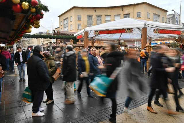 Super Saturday brings out droves of last-minute shoppers