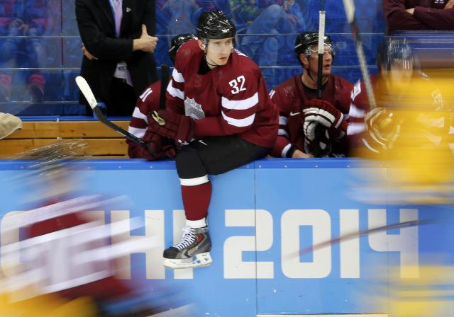 Latvia's Arturs Kulda (C) looks on from the team bench during their men's preliminary round ice hockey game against Sweden at the Sochi 2014 Winter Olympic Games February 15, 2014. REUTERS/Laszlo Balogh (RUSSIA - Tags: SPORT ICE HOCKEY OLYMPICS)