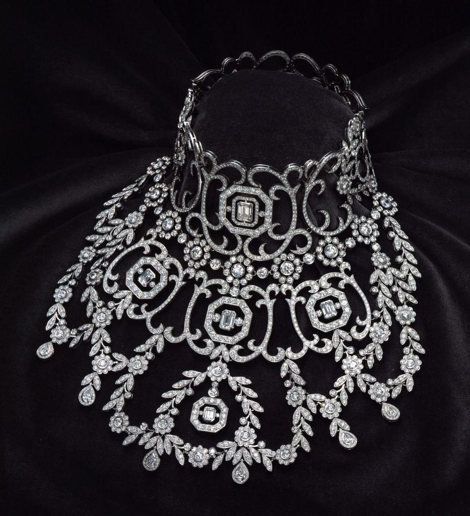 The extravagant necklace