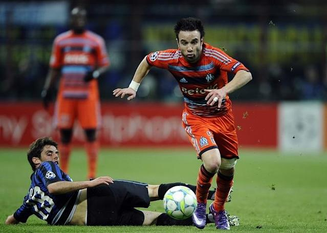 Marseille's french midfielder Matthieu Valbuena (R) vies with Inter Milan's midfielder Andrea Poli during their second leg Champions League round of 16 football match in Milan's San Siro Stadium on March 13, 2012. AFP PHOTO / Filippo MONTEFORTE