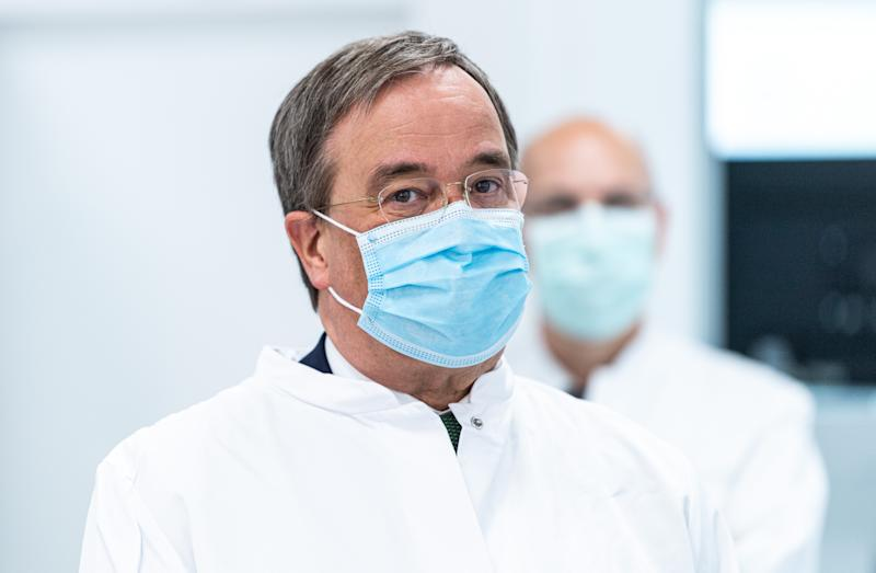 COLOGNE, GERMANY - JUNE 05: Armin Laschet, governor of the state of North Rhine-Westphalia, wearing a mask visits the Labor Dr. Wisplinghoff medical lab during the novel coronavirus crisis on June 05, 2020 in Cologne, Germany. The lab processes up to 10,000 coronavirus infection tests per day. North Rhine-Westphalia is one of Germany's largest states and has seen over 38,000 confirmed cases of infection and 1,600 deaths. (Photo by Lukas Schulze-Pool/Getty Images)
