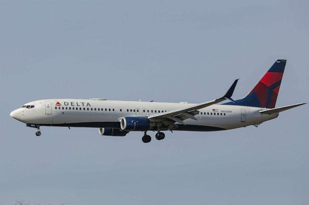 PHOTO: In this Oct. 19, 2020, file photo, a Delta Air Lines Boeing 737 passenger jet lands at John F. Kennedy International Airport in New York. (Sopa Images/LightRocket via Getty Images, FILE)