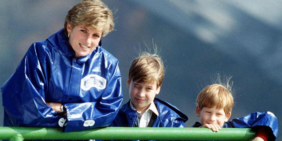 <p>Visiting Niagara Falls on a royal visit to Canada with William and Harry.</p>