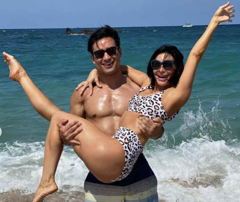 Mario Lopez and Wife Courtney Mazza have been enjoying their vacation and have looked great doing it. (Photo: Mario Lopez Instagram)