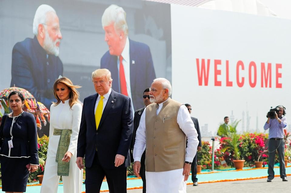 PRESIDENT DONALD TRUMP WITH INDIA PRIME MINSTER IN 2020-8X10 PHOTO BT293