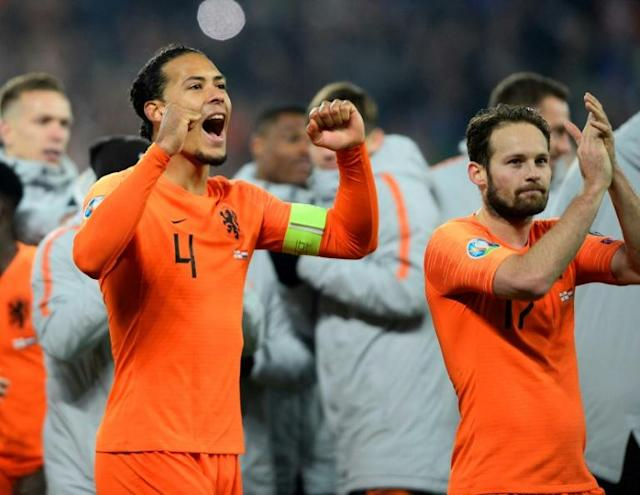 """Netherlands captain Virgil van Dijk (L) has withdrawn from the side to play Estonia on Tuesday for """"personal reasons"""" (AFP Photo/Mark MARLOW)"""