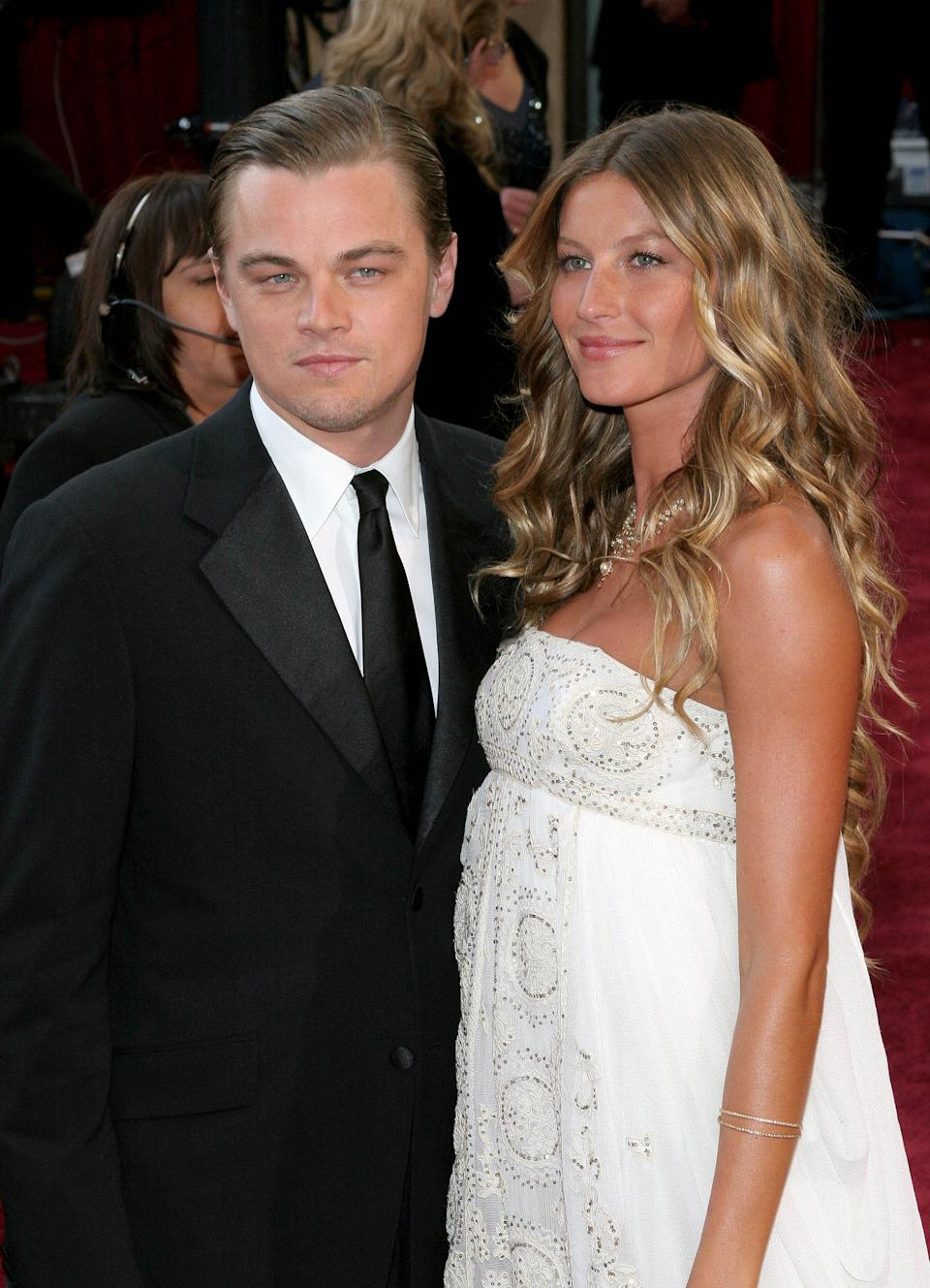 Photo by: Tim Goodwin/starmaxinc.com �2005 ALL RIGHTS RESERVED Telephone/Fax: (212) 995-1196 2/27/05 Leonardo DiCaprio and Gisele Bundchen at the 77th Annual Academy Awards (Oscars). (Hollywood, CA) (Star Max via AP Images)