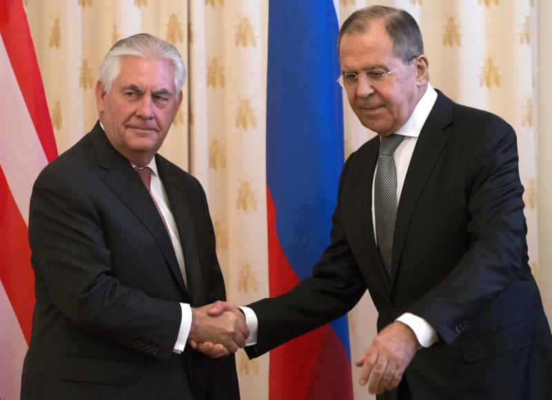 Putin meets with Tillerson as tensions rise over Syria