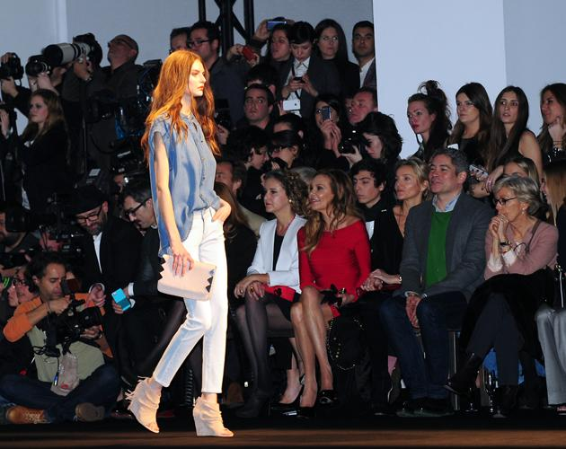 Cropped trousers, nude accessories and denim made for a classic, chic colour palette on the runway.<br><br>©WENN