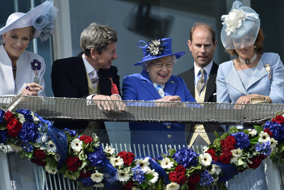 Britain's Queen Elizabeth smiles after the Derby horse race at the Epsom Derby festival in Epsom, southwest of London June 2, 2012 during her Diamond Jubilee celebrations. Queen Elizabeth gets four days of celebrations to mark her 60 years on the British throne under way on Saturday with one of her favourite pastimes, a trip to the horse races, as tributes to the long-serving monarch pour in. REUTERS/Toby Melville       (BRITAIN - Tags: SPORT HORSE RACING ROYALS TPX IMAGES OF THE DAY)