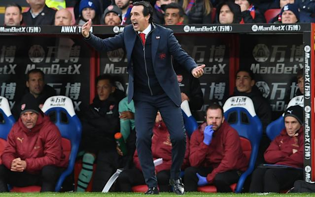 Unai Emery issues instructions during Sunday's draw at Crystal Palace - Arsenal FC