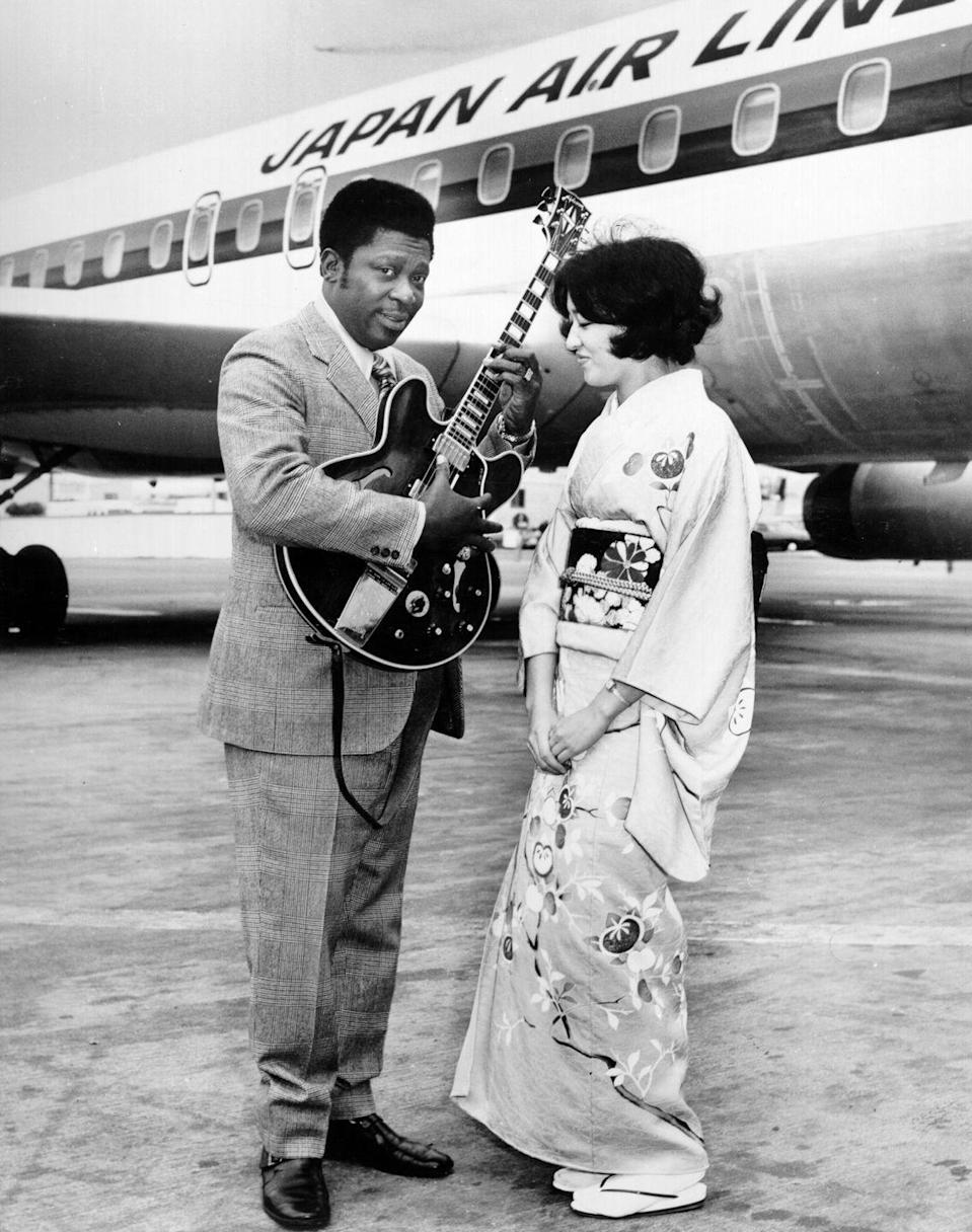 <p>B.B. King plays his hollowbody guitar (better known as Lucille) for a woman in Japan in 1970. </p>