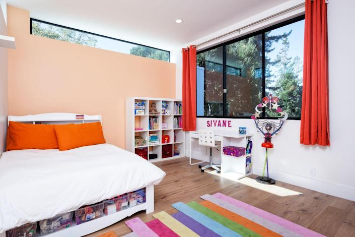 """<p>A peach accent wall adds life to this children's room by <a href=""""http://www.maydanarchitects.com/"""" rel=""""nofollow noopener"""" target=""""_blank"""" data-ylk=""""slk:Maydan Architects"""" class=""""link rapid-noclick-resp"""">Maydan Architects</a>. </p>"""
