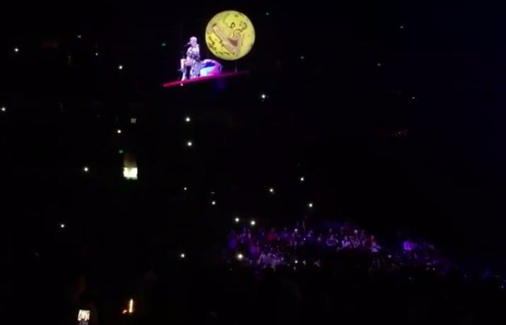 Katy found herself trapped high up when her stage prop broke down. Source: Twitter