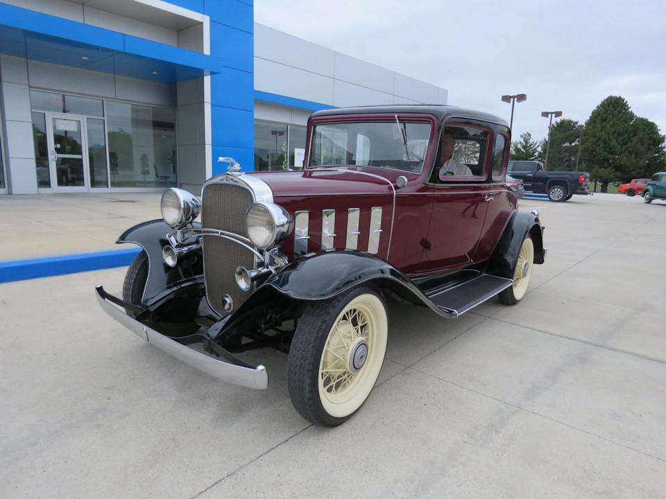 "<img src=""don-1932-coupe.jpg"" alt=""A 1934 Chevrolet Deluxe 5-Window Coupe-Confederate"">"