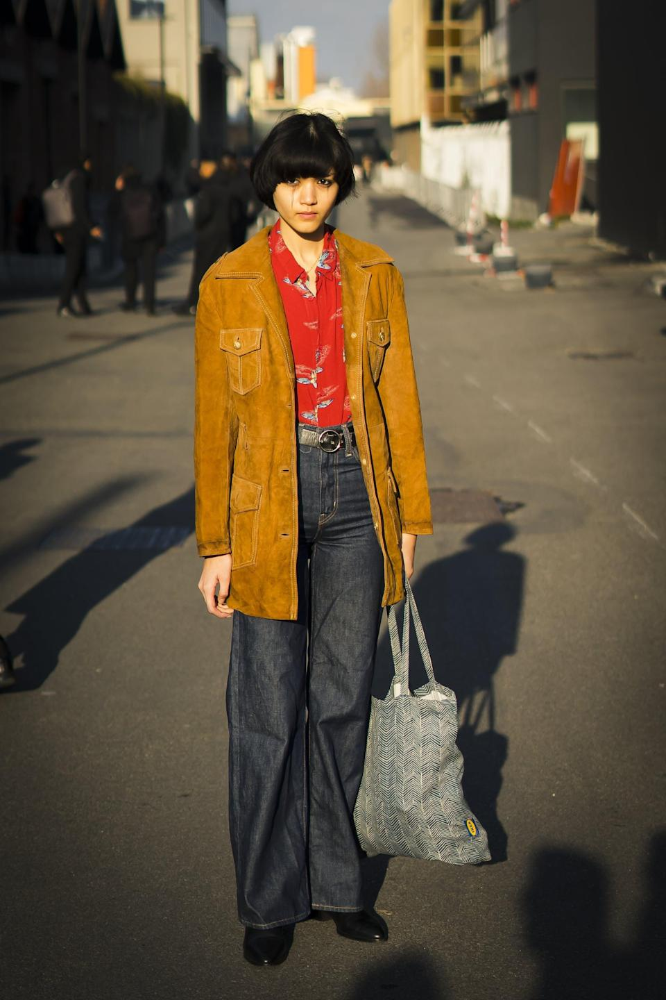 <p>A nod to '70s style, dark-wash baggy jeans feel retro with a colorful polo and suede jacket.</p>