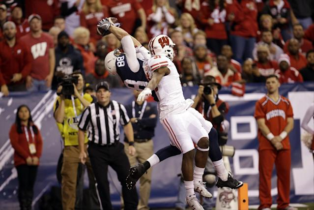"""Penn State's <a class=""""link rapid-noclick-resp"""" href=""""/ncaaf/players/243258/"""" data-ylk=""""slk:Mike Gesicki"""">Mike Gesicki</a> had an acrobatic touchdown catch in the Big Ten title game. (AP Photo/AJ Mast)"""