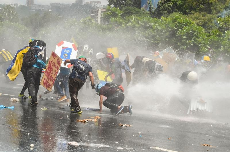 Venezuelan Officials Say 39 Killed in Clashes, Dozens More Injured
