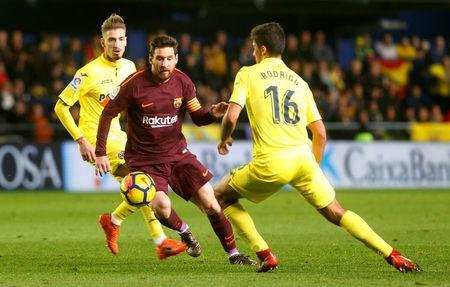 Soccer Football - La Liga Santander - Villarreal vs FC Barcelona - Estadio de la Ceramica, Villarreal, Spain - December 10, 2017 Villarreal's Rodri in action with Barcelona's Lionel Messi REUTERS/Heino Kalis