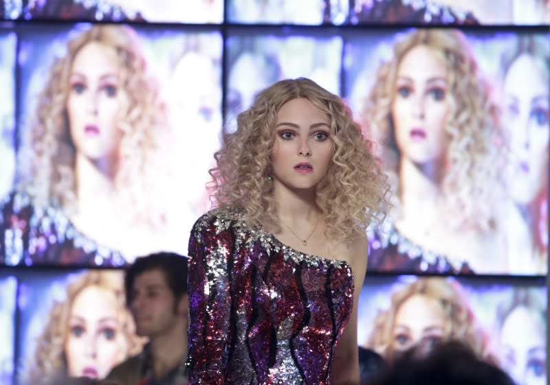 'The Carrie Diaries' Eighties Decoder: A cosmopolitan in the limelight