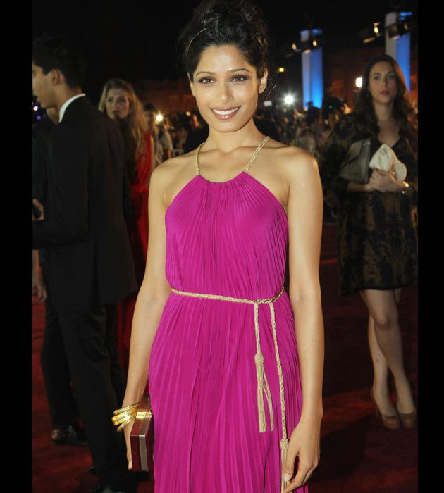 Freida Pinto has done it again. She looked stunning in Salvatore Ferragamo gown as she walked in with her beau Dev Patel.
