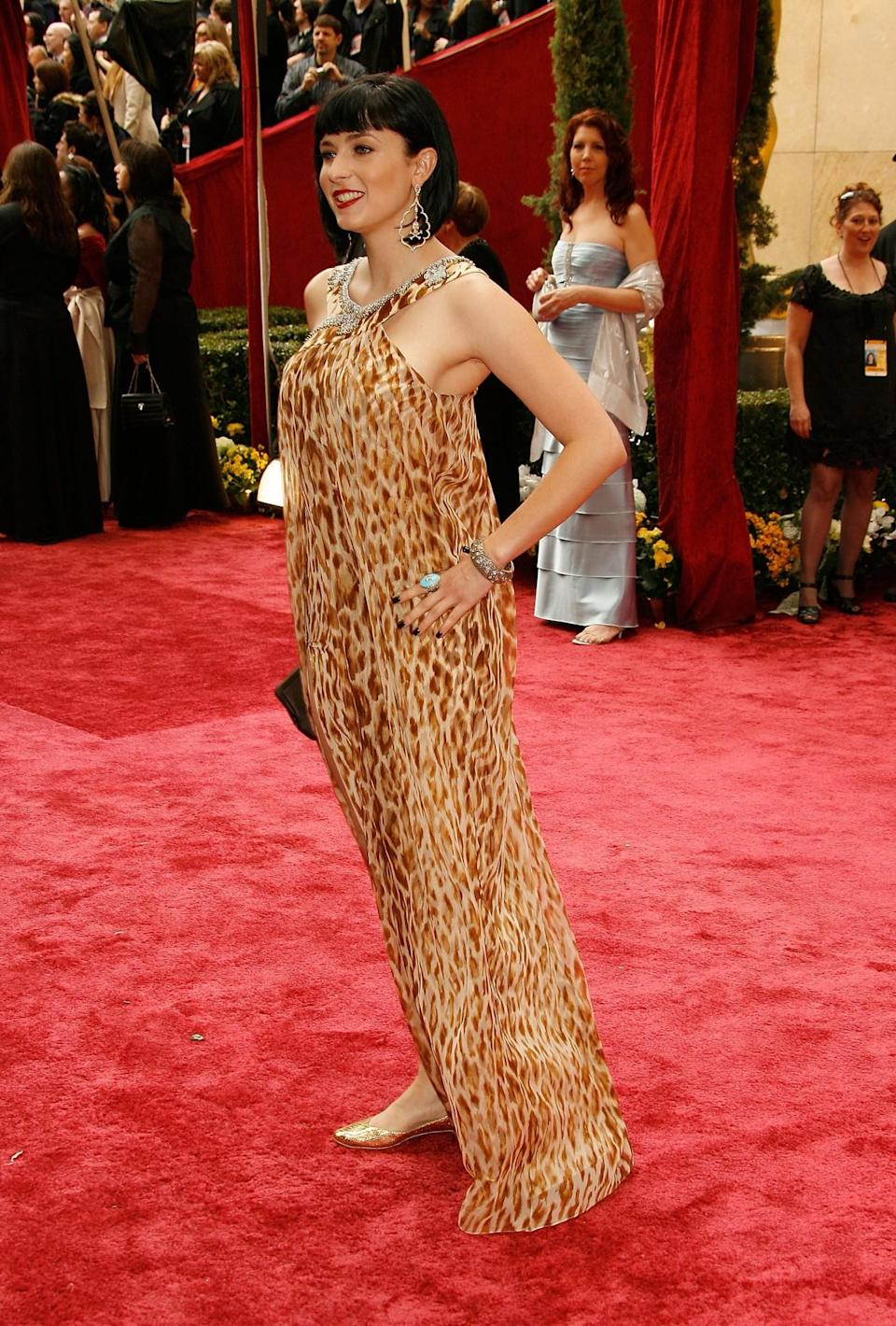 <p>Whoever made Cody's 2008 Oscars dress seems to have given up halfway through – what happened to fitting, people? <em>[Photo: Getty/Vince Bucci]</em> </p>