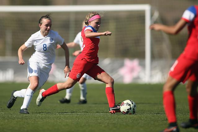 LA MANGA, SPAIN - MARCH 04: Mikaela Harvey (R) of USA and Kasia Lipka (L) of England fight for the ball during the women's U23 international friendly match between USA U20 and England U23 on March 4, 2016 in La Manga, Spain. (Photo by Johannes Simon/Bongarts/Getty Images)