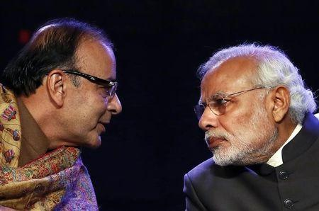 Prime Minister Narendra Modi (R) listens to Finance Minister Arun Jaitley during the Global Business Summit in New Delhi January 16, 2015. REUTERS/Anindito Mukherjee