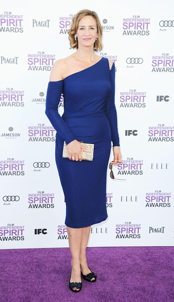 Janet McTeer's dress was va-va-voomy, with an off-the-shoulder sleeve and cinched waist.