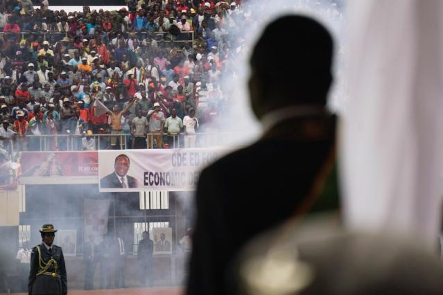 <p>Smoke rises from cannon as the military regiment makes a 21-gun salute during the inauguration of Zimbabwe's new President Emmerson Mnangagwa (R) on Nov. 24, 2017. (Photo: Zinyange AuntonyAFP/Getty Images) </p>