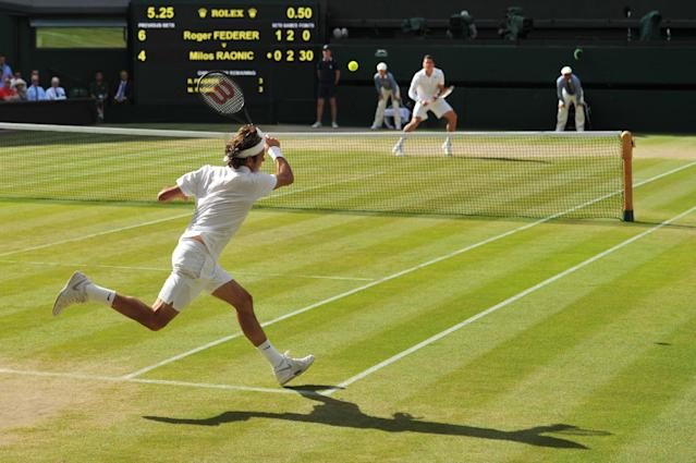 Switzerland's Roger Federer returns to Canada's Milos Raonic during their men's singles semi-final match on day 11 of the 2014 Wimbledon Championships at The All England Tennis Club in Wimbledon, southwest London, on July 4, 2014 (AFP Photo/Glyn Kirk )