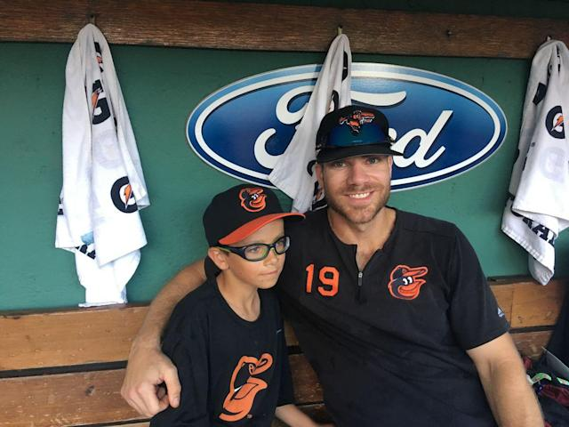 Orioles' Chris Davis repays 9-year-old Red Sox fan who helped snap record hitless streak