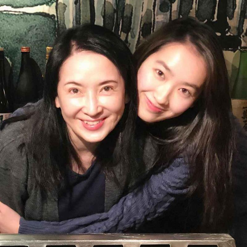 It is the end of wedded bliss for Hong Kong actress Mimi Kung and Chinese actor Lin Wei. Shown here is Kung with daughter Ashley Lin. ― Picture via Instagram/kung_mimi