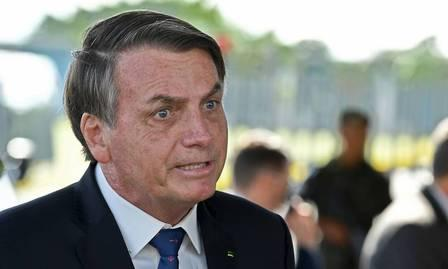 87581059_Brazilian-President-Jair-Bolsonaro-speaks-to-the-press-as-he-leaves-from-Alvorada-Palac.jpg
