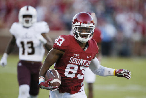 """Oklahoma wide receiver <a class=""""link rapid-noclick-resp"""" href=""""/ncaaf/players/242749/"""" data-ylk=""""slk:Nick Basquine"""">Nick Basquine</a> (83) was expected to be a reliable option for the Sooners in 2017. (AP Photo/Sue Ogrocki)"""
