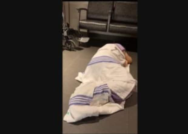 Anne Pommainville had to lie on the floor of the Hull Hospital's emergency department while waiting to be seen by hospital staff because there were no beds available, her family told Radio-Canada. (Supplied by family - image credit)