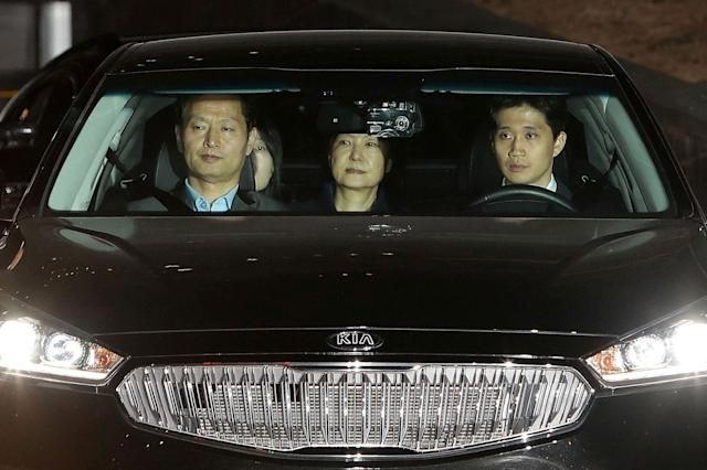 <p>MAR. 31, 2017 – Ousted South Korean President Park Geun-hye (C) leaves the prosecutors' office as she is transferred to a detention house in Seoul, South Korea. (Photo: Chung Sung-Jun/Reuters) </p>