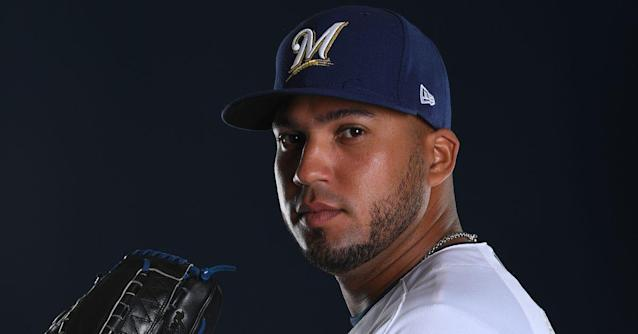 Milwaukee Brewers sign Deolis Guerra to a one-year contract