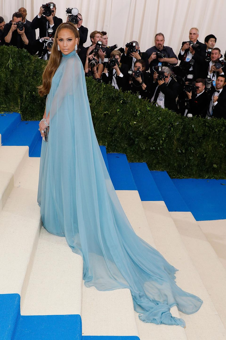 """<h1 class=""""title"""">Jennifer Lopez in Valentino, 2017</h1><cite class=""""credit"""">Photo: Getty Images</cite>"""