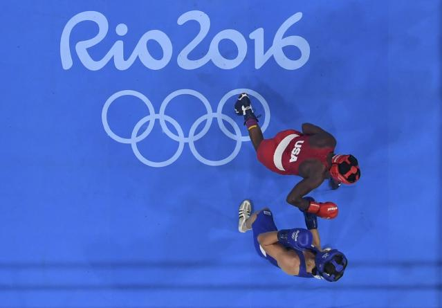 2016 Rio Olympics - Boxing - Final - Women's Middle (75kg) Final Bout 270 - Riocentro - Pavilion 6 - Rio de Janeiro, Brazil - 21/08/2016. Claressa Shields (USA) of USA and Nouchka Fontijn (NED) of Netherlands compete. REUTERS/Pool FOR EDITORIAL USE ONLY. NOT FOR SALE FOR MARKETING OR ADVERTISING CAMPAIGNS.