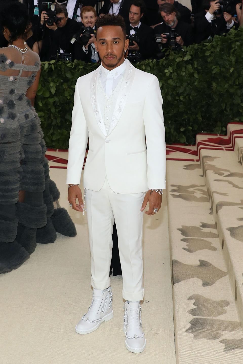"""<h1 class=""""title"""">Lewis Hamilton in Tommy Hilfiger and Loriblu shoes</h1><cite class=""""credit"""">Photo: Getty Images</cite>"""