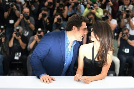 Spanish husband and wife acting duo Javier Bardem and Penelope Cruz share a moment at the Cannes Film Festival