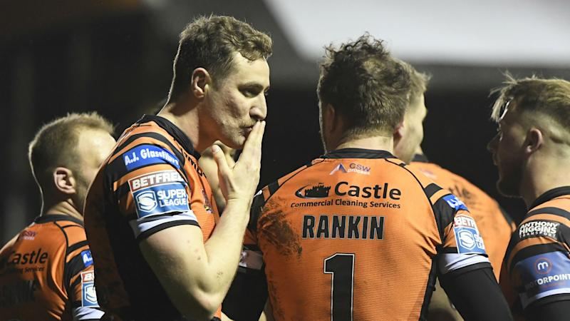 Castleford and Huddersfield level at top of Super League as Warrington see off Toronto